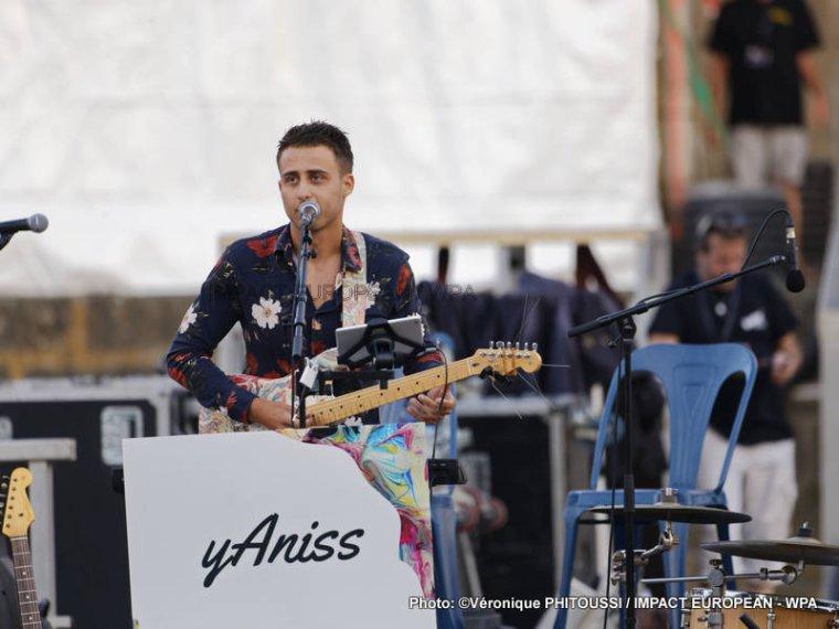 Yaniss, s'est produit en concert sur la scène flottante d'Agde