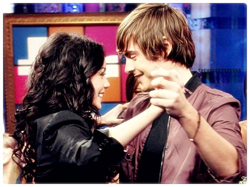 News. « Il n'est pas de bien aussi précieux que le sourire de ceux qu'on aime.  »