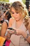 Je m'appelle Miley Cyrus, et les premières heures ici promettent une sacrée année...
