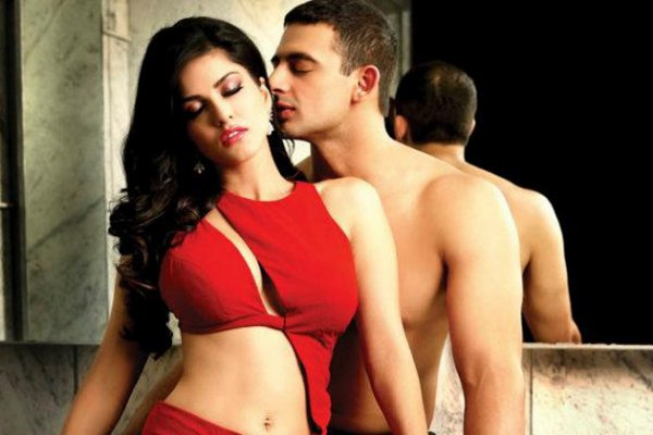JISM-2 'Adhoora' Song ft. Sunny Leone and Arunoday Singh