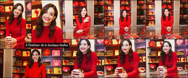 - 30/11/15 - Emmy Rossum était présente lors de l'événement « Hot Chocolate for a Cause » à New-York City ! Emmy joint sa voix à Emma Roberts pour cet événement de charité dans les boutiques Godiva ! 'Un article en collaboration avec RobertsEmma. -