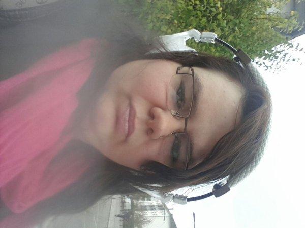 Moi en attendant le bus