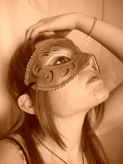 Et le masque tombe