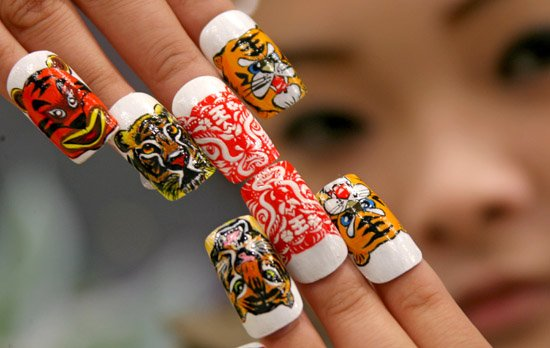 Faux ongles chinois.