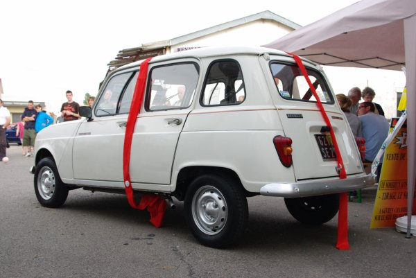 9 juin - Tombola et Renault 4L