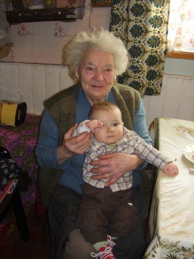 Avec son arrière grand-mère