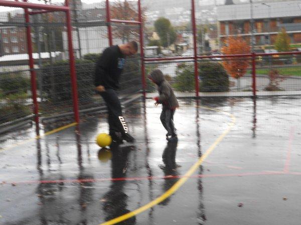 Séance de foot avec papa