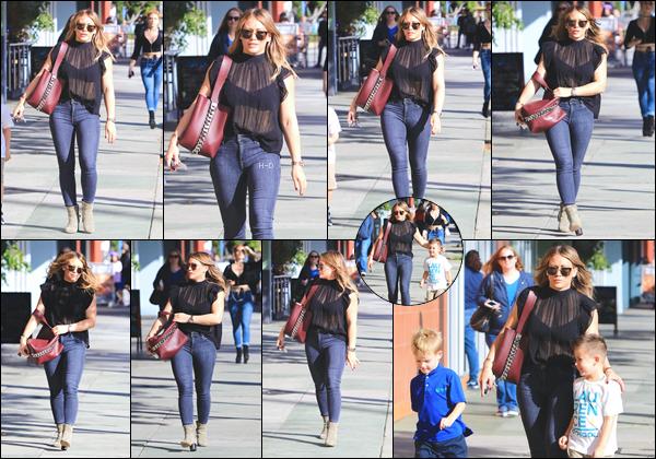 17.11.17  - Hilary Duff a été vue avec Luca et son ami dans les rues de Studio City afin d'aller manger.