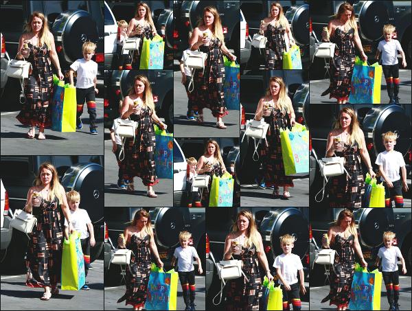 - 15.06.18 ─ Hilary Duff est aperçue alors qu'elle se rendait à une fête d'anniversaire avec Luca dans Sherman Oaks[/s#00000ize]Hilary amenait donc son fils à la fête d'anniversaire d'un de ses amis ! Une nouvelle tenue bien plus légère pour Hilary cette fois ci ! Encore un jolie top ! -