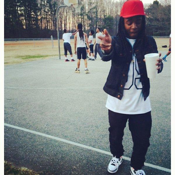 9 Mars 2014: Jacquees était avec sa clique dans les rues d'Atlanta
