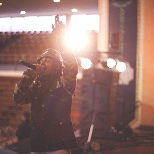 4 Avril 2014: Jacquees se préparait pour performer en live au Love Fest il a posté quelques photos