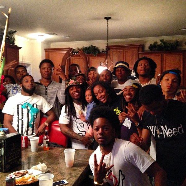 21 Avril 2014: Jacquees a passer les fêtes de Pâques avec ses amis