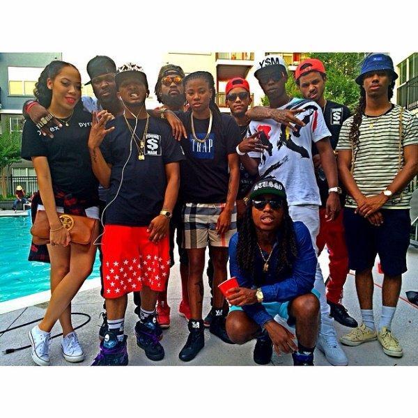 15 Juin 2014: Jacquees était avec des amis à une pool party