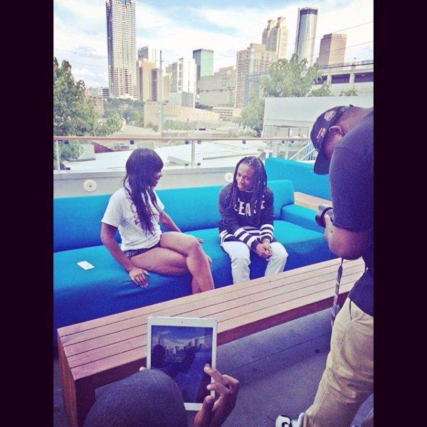 8 Juillet 2014: Jacquees était avec ses amis puis il a enchaîner en donnant des interviews