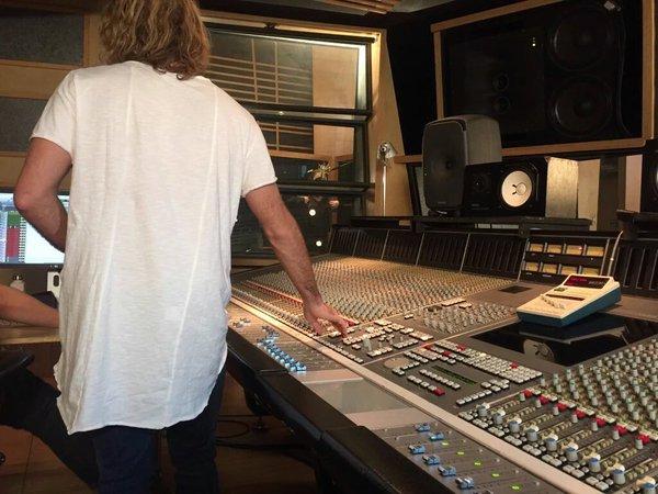 Tini - Enregistrement Siempre Brillaras acoustique