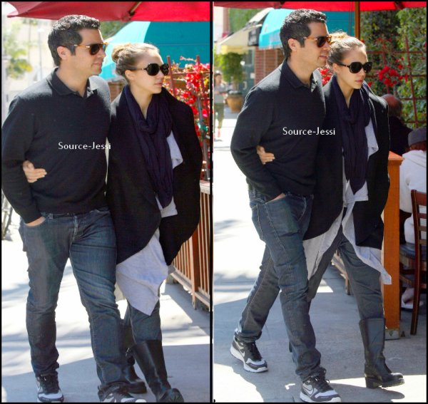 8/04 - Jessica et cash son mari se rendent a un rendez-vous medical a Beverly Hills .