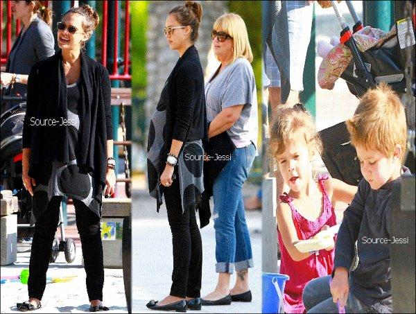 12/06 - Jessica, son neveu, Honor & sa maman sont aller au Farmer Market, puis sont allez dans un restaurant dans Holywood .