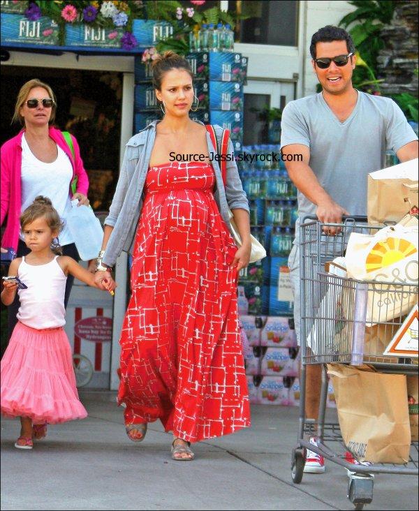 """17/07 - Jessica, Honor &Cash se sont rendu à """" Bristol Farms """" pour faire des courses en famille ."""