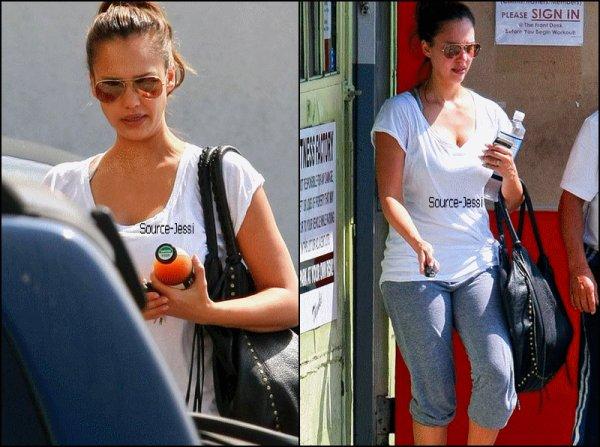 20/09 - Jessica est allée faire du sport à Hollywood .