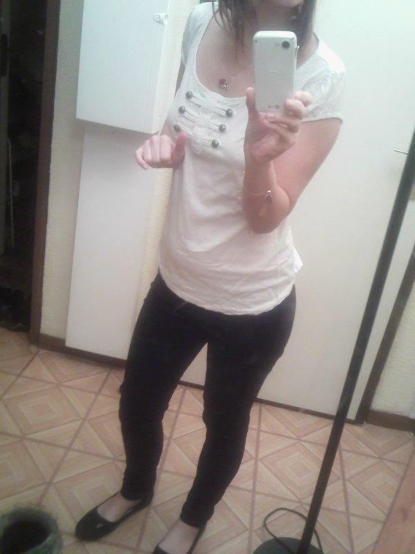.Tshirt blanc Officier TRXOQUER & Pantalon Slim H&M taille S-M