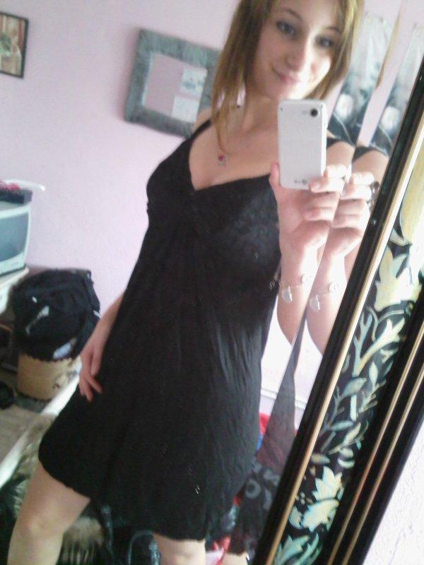 Robe de Soirée Noir de marque PROMOD T.S-M  .Porté une fois pour une occasion ,cette robe est assez classic mais la dentelle sur la poitrine apporte un peu de fantaisie-Se porte en tout Occasion .