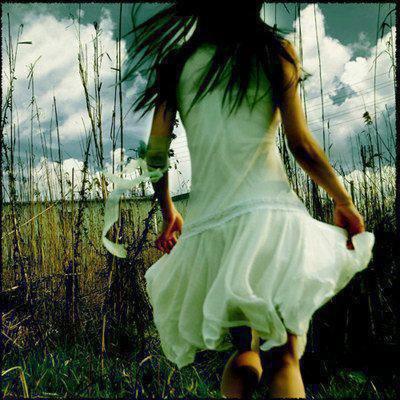 << J'ai appris que les adieux feront toujours mal , que les photos ne remplaceront jamais le plaisir que l'ont éprouvait le moment où elle a été prise , que les souvenirs ,bon ou mauvais , feront toujours plaurer et que les mots ne seront jamais aussi fort que les sentiments quel'on éprouve ou que l'on na pu éprouver I  ♥  >>