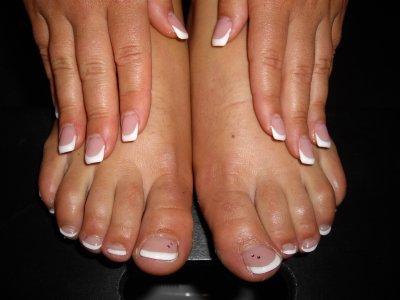 Gel ros french gel blanc mains et pieds strass rose sur gros orteils blog de ibbnails - Coupe des ongles de pieds ...