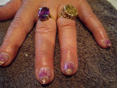 Deco paillettes dorées et violettes.