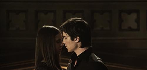 Saison 4 : La température monte entre Elena et Damon !