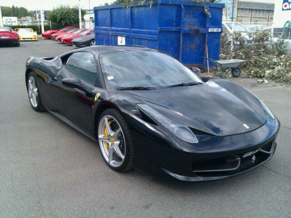 458 italia en noir elle démonte.