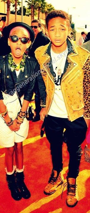 J'adore ces  2 Petits il montre vraiment ce que c'est que avoir du style et j'adore sa  .