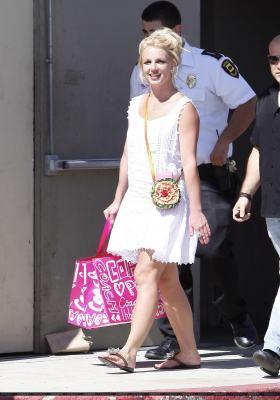 19-07 - Britney fait du shopping à Westfield Mall à Calabasas