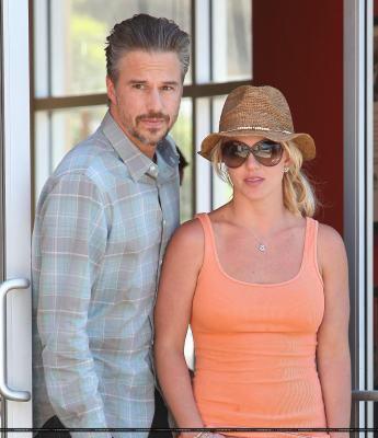 23-07 - Britney et Jason chez Starbucks à Los Angeles