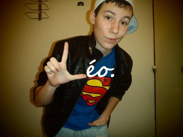 Léo  .:.  16 ans  .:.  Amoureux ♥_♥  .:.  Lycéen