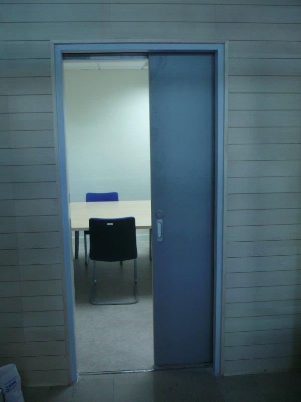 Modification d 39 une porte en porte coulissante avec - Habillage porte coulissante ...