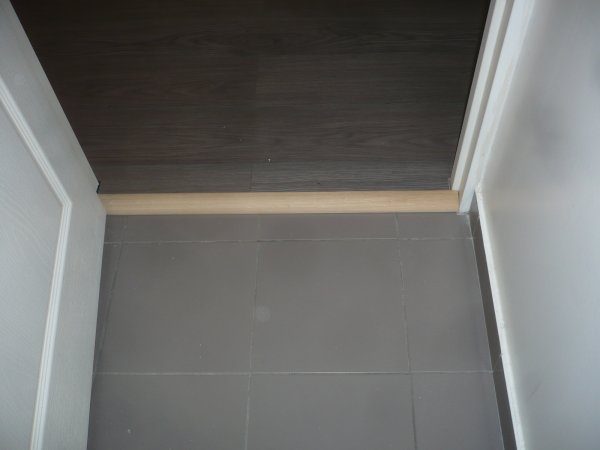 Pose de parquet flotant sur du carrelage donc fabrication for Pose de carrelage sur parquet