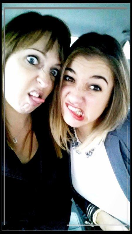 Une bonne petite habitude que d'aller chez le coiffeur avec sa Sister :)