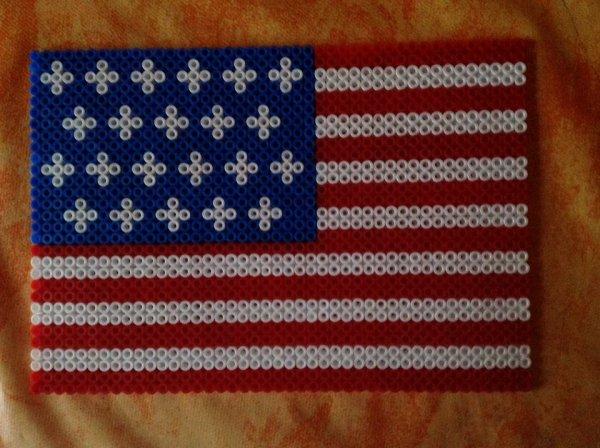 drapeau americain realiser par mon fils pour la deco de sa chambre .