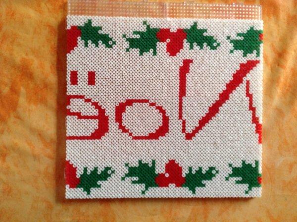 La suite de ma décoration joyeux Noël jai commencer a ajouter des perle Hama blanc.