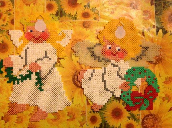 Collage des crochets sur mes anges réaliser en perle Hama.