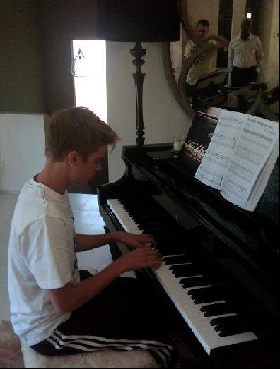 justin au piano