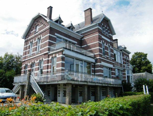 W pion la promenade de meuse ses villa mosanes for Hotel design namur