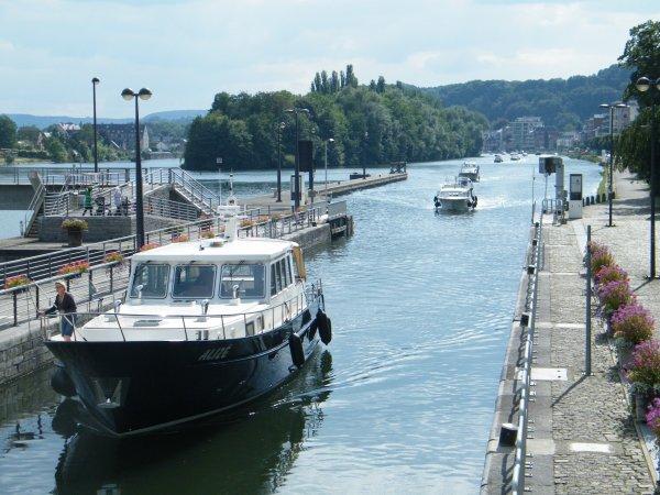 Descente de plaisanciers du port de Waulsort pour les fêtes de Wallonie... Henri-Hallet va faire le plein
