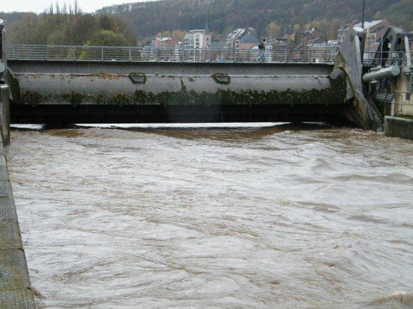 La HAUTE MEUSE en alerte de crue se stabilise sous les 800 m³/sec à Chooz en fin de journée...