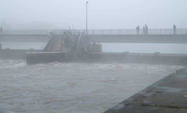 La HAUTE MEUSE en décrue et la navigation avalante rétablie dès 8h (596 m³/sec.) ....