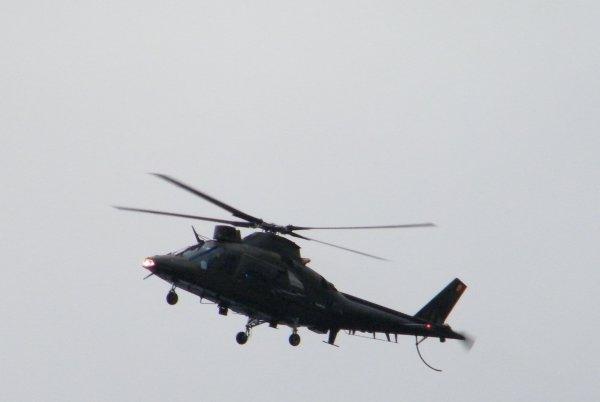 Hélicoptère AGUSTA de l'armée belge en survol de la Meuse namuroise...