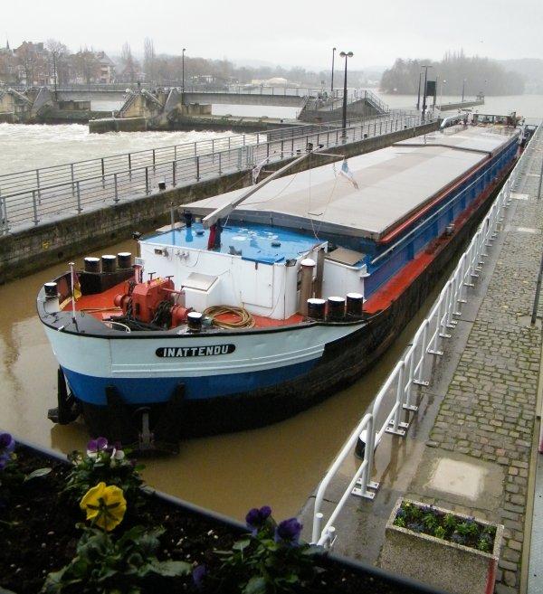 INATTENDU (F) Dunkerque - GT.750 - 61,00 m. 6,60 m.