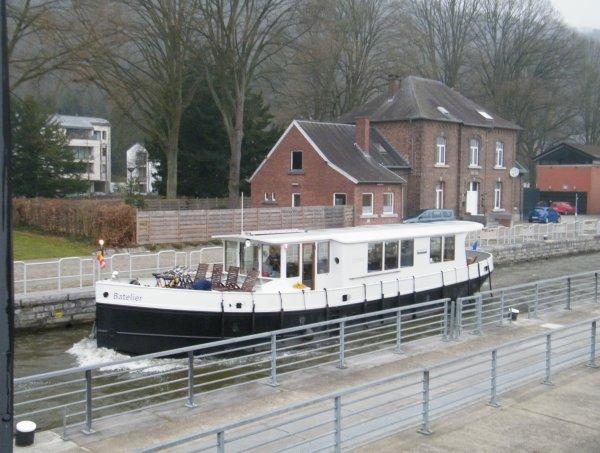 BATELIER (B)  Yacht fluvial