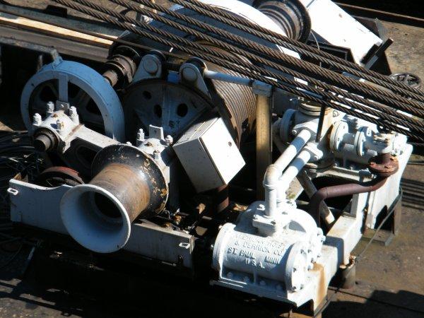 MERLYN (NL) Maasbracht - GT.80 -  et l'étonnante grue à vapeur (1922) poussée par le TURQUOISE (B)