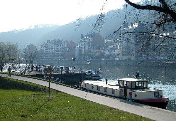 Namur - Douceur printanière ce dimanche en bord de Meuse.